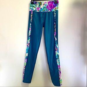 Body Glove Blue Floral gym leggings -phone pockets